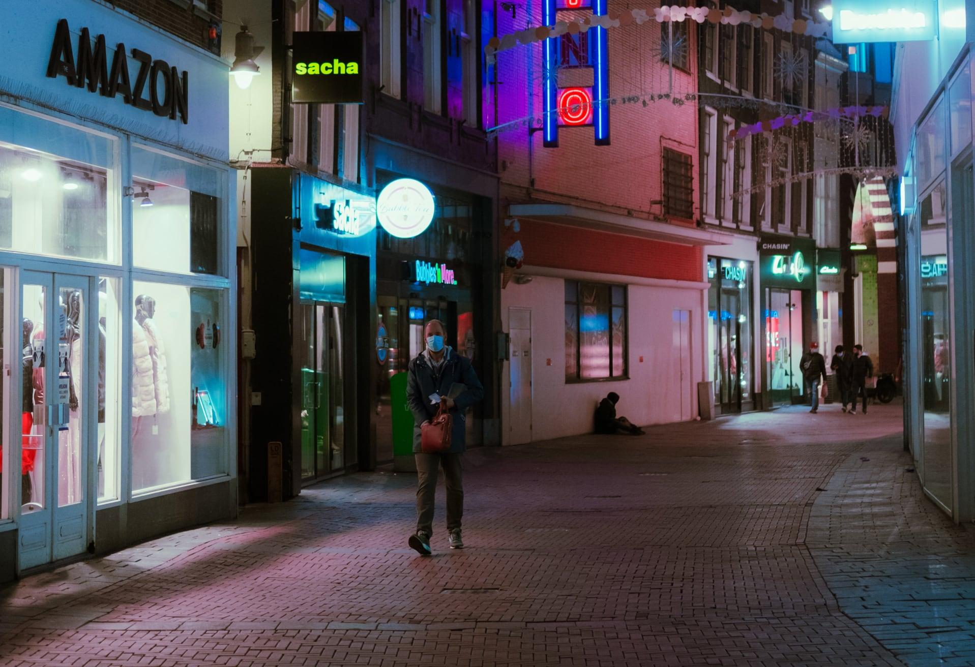 Veel minder druk op straat en op de wegen: Nederlanders houden goed aan de regels van de avondklok